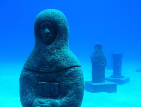 Atlantis from http://pappmaskin.no/2005/12/lost-city-of-atlantis-photos-underwater-divester/
